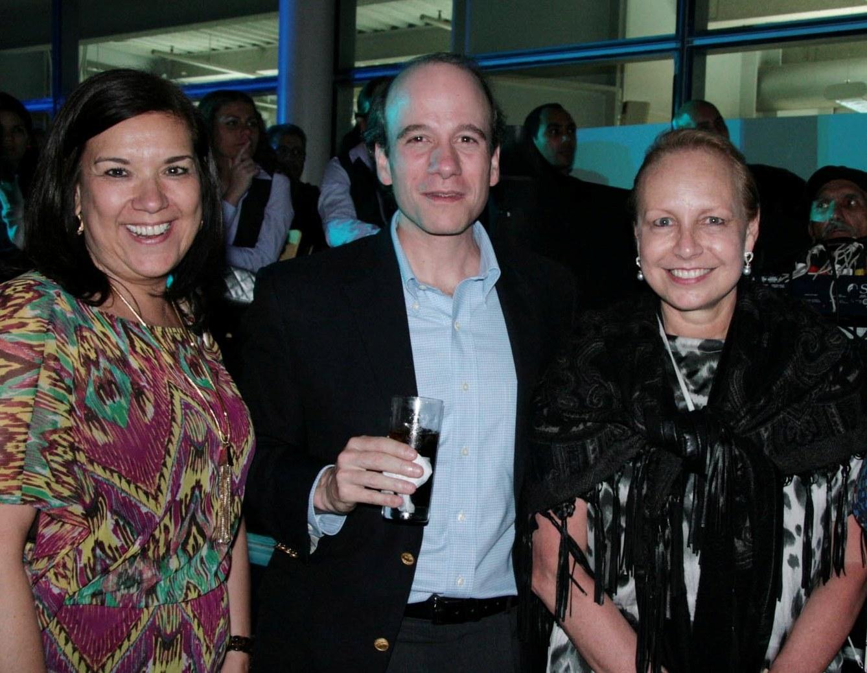 Silvia Africano,Rodrigo Anzola,Josefina Fernandez