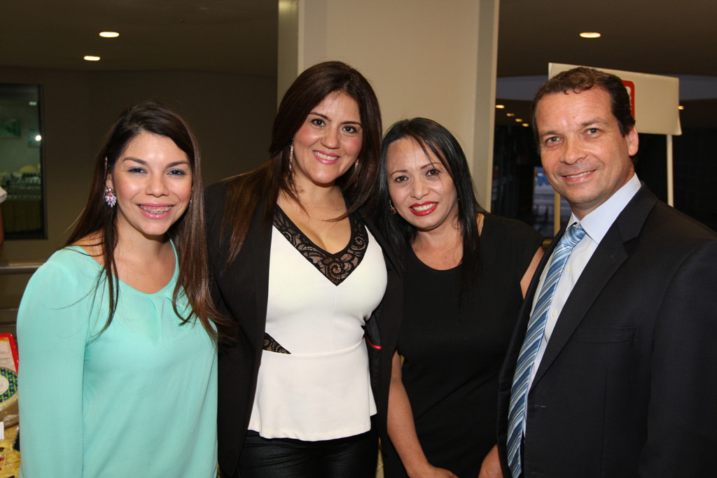 Silvana Gallo, Jesica Chacín,Yoliver Pernia y Horacio Bustillos